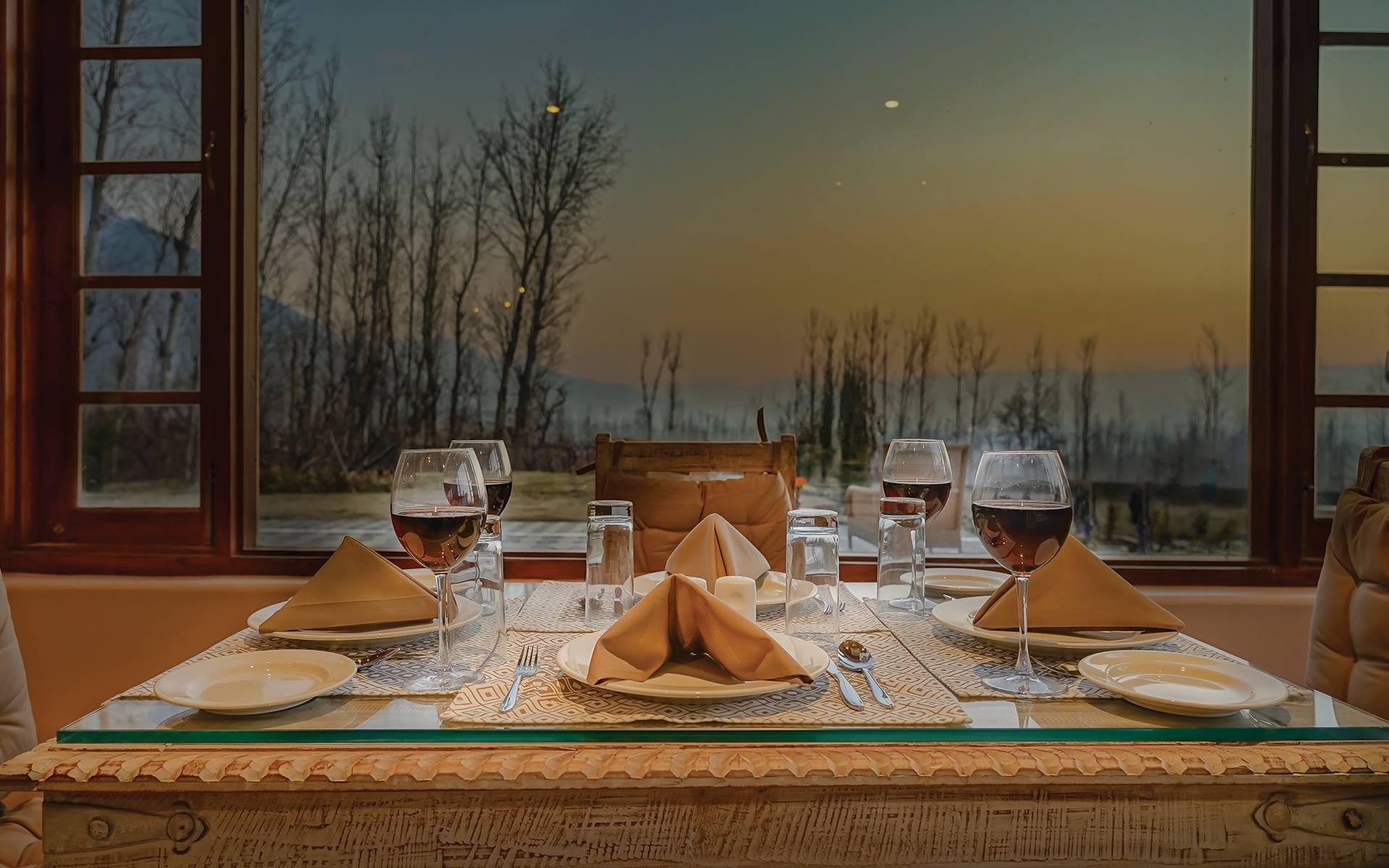 RahBagh, Srinagar restaurant-meal setting